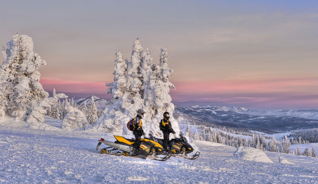 Snowcoach And Snowmobile Rentals In Yellowstone